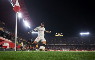 SEVILLE, SPAIN - FEBRUARY 27: Ever Maximiliano Banega of Sevilla FC in action during the UEFA Europa League round of 32 second leg match between Sevilla FC and CFR Cluj at Estadio Ramon Sanchez Pizjuan on February 27, 2020 in Seville, Spain. (Photo by Silvestre Szpylma/Quality Sport Images/Getty Images)