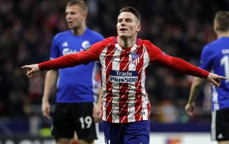MADRID, SPAIN - FEBRUARY 22: Kevin Gameiro of Atletico Madrid celebrates after scoring his team`s first goal during the UEFA Europa League Round of 32 match between Atletico Madrid and FC Copenhagen at the Wanda Metropolitano on February 22, 2018 in Madrid, Spain. (Photo by TF-Images/TF-Images via Getty Images)
