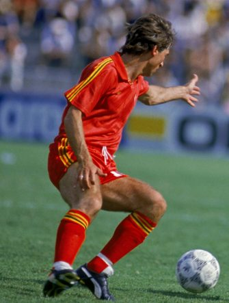 Daniel Veyt of Belgium (left) and Sergei Aleinikov of the Soviet Union in action during a World Cup second round match at the Estadio Nou Camp, Leon, Mexico, 15th June 1986. Belgium won the match 4-3. (Photo by Mike King/Getty Images)