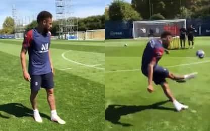 Neymar è già caldo: che gol in allenamento. VIDEO