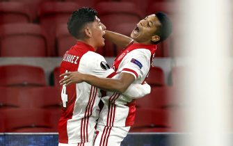 epa09036628 David Neres (R) of Ajax celebrates with teammate Edson Alvarez (L) after scoring the 2-1 lead during the UEFA Europa League round of 32, second leg soccer match between between Ajax Amsterdam and Lille OSC at the Johan Cruijff Arena in Amsterdam, Netherlands, 25 February 2021.  EPA/MAURICE VAN STEEN
