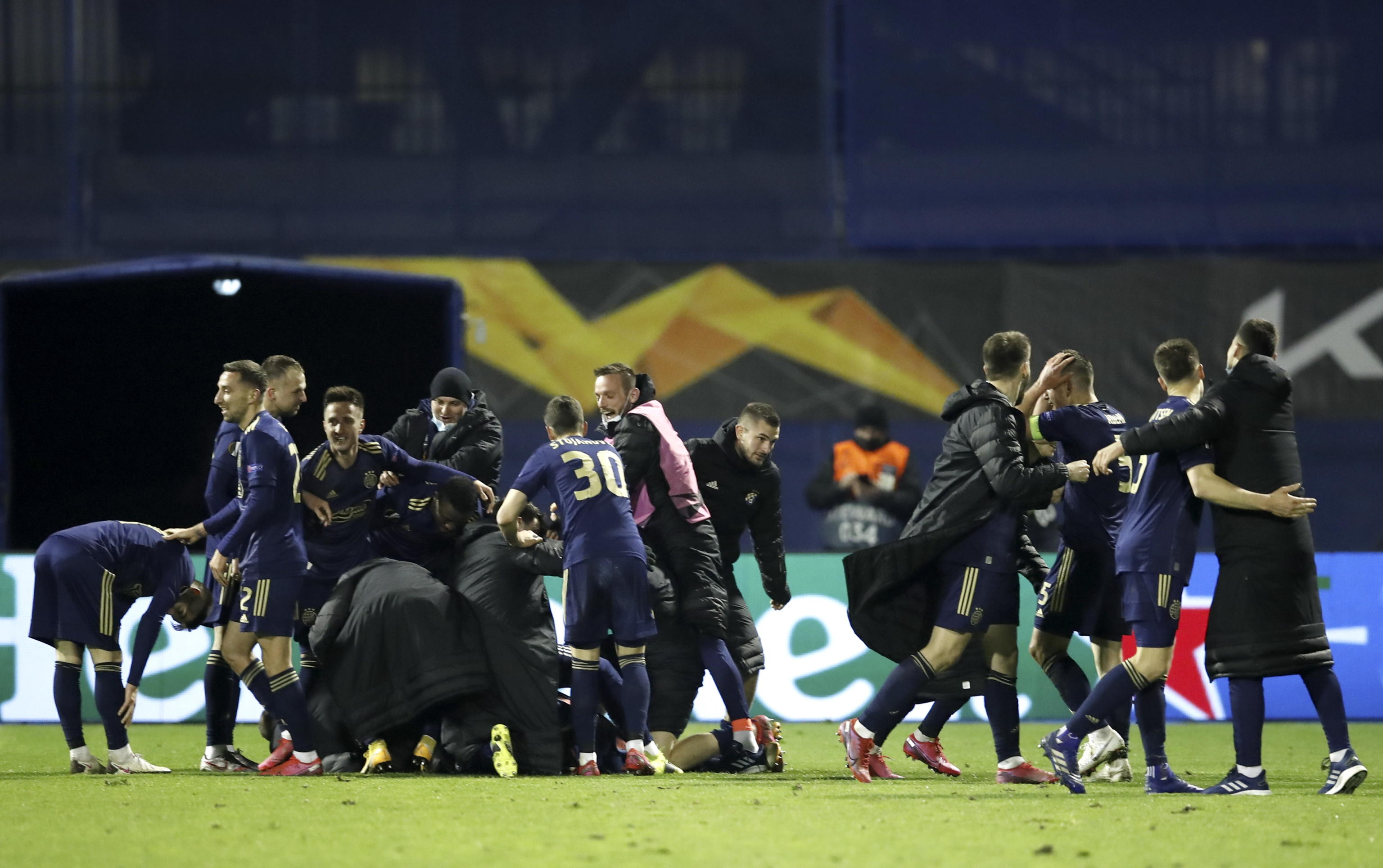 epa09082846 Players of Zagreb celebrate the 3-0 lead during the UEFA Europa League Round of 16, second leg match between Dinamo Zagreb and Tottenham Hotspur in Zagreb, Croatia, 18 March 2021.  EPA/ANTONIO BAT