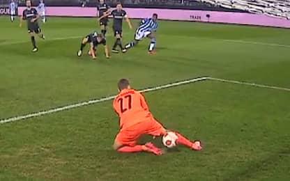 Che papera del portiere dello Sturm Graz. VIDEO