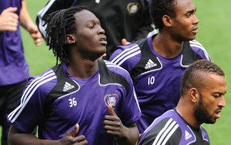 Anderlecht 'players Romelu Lukaku (L) runs with  teammates Kanu (R) and Victor Bernardez (Foreground R) during a training session at the Constant Vanden Stock Stadium in Brussels, on September 30, 2009 on the eve of their Europa League football match against Ajax Amsterdam.   AFP    PHOTO  JOHN THYS (Photo credit should read JOHN THYS/AFP via Getty Images)