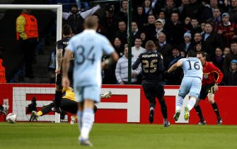 epa03116752 Manchester City's Sergio 'Khan' Aguero (R) scores against Porto during their UEFA Europa League soccer match at Etihad Stadium, Manchester, Britain, 22 February 2012.  EPA/KERIM OKTEN