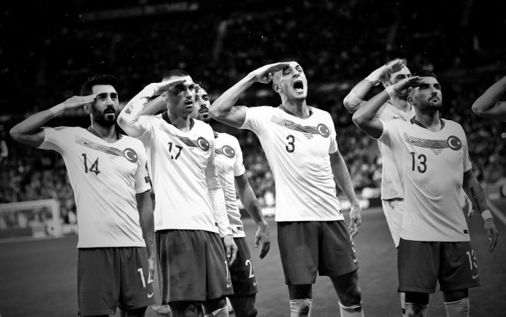 Turchia, Uefa apre un'inchiesta per il saluto militare dei calciatori