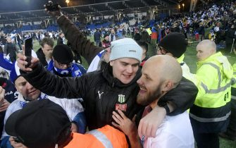 Teemu Pukki of Finland celebrates with fans after the UEFA Euro 2020 Group J qualification football match between Finland and Liechtenstein in Helsinki, Finland, on November 15, 2019. - Finland has qualified for the first time for a major football tournament. (Photo by Markku Ulander / Lehtikuva / AFP) / Finland OUT (Photo by MARKKU ULANDER/Lehtikuva/AFP via Getty Images)