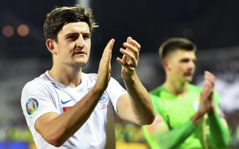 epa08004686 England's Harry Maguire applauds supporters after the UEFA EURO 2020 group A qualifying soccer match between Kosovo and England in Pristina, Kosovo, 17 November 2019.  EPA/GEORGI LICOVSKI