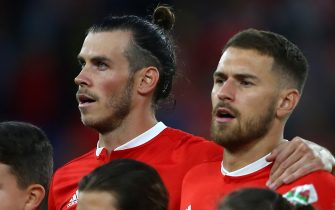 Wales' striker Gareth Bale (L) and Wales' midfielder Aaron Ramsey (R) sing the National Anthem ahead of the UEFA Nations League football match between Wales and Republic of Ireland at Cardiff City Stadium in Cardiff on September 6, 2018. (Photo by Geoff CADDICK / AFP)        (Photo credit should read GEOFF CADDICK/AFP via Getty Images)