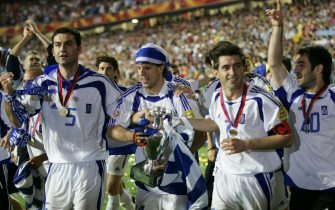 epa000226667 From left - Greek players Traianos Dellas, Panagiotis Fyssas, captain Theodoros Zagorakis and Georgios Karagounis celebrate after the team won the Euro 2004 final between Portugal and Greece at Luz stadium in Lisbon on Sunday, 04 July 2004.  EPA/ANTONIO SIMOES NO MOBILE PHONE APPLICATIONS