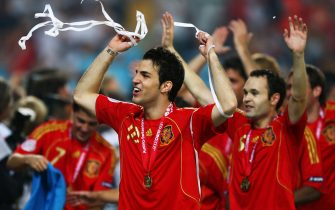 VIENNA, AUSTRIA - JUNE 29:  Spanish players celebrate after the UEFA EURO 2008 Final match between Germany and Spain at Ernst Happel Stadion on June 29, 2008 in Vienna, Austria.  (Photo by Clive Mason/Getty Images)