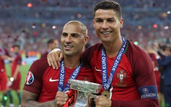 Portugal's forward Cristiano Ronaldo (R) and Portugal's forward Ricardo Quaresma pose with the trophy as they celebrate after beating France during the Euro 2016 final football match at the Stade de France in Saint-Denis, north of Paris, on July 10, 2016. / AFP / Valery HACHE        (Photo credit should read VALERY HACHE/AFP via Getty Images)