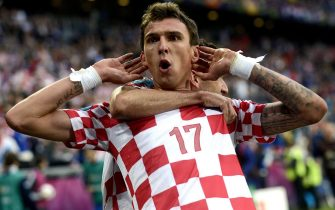 epa03265019 Mario Mandzukic celebrates after scoring the 1-1 during the Group C preliminary round match of the UEFA EURO 2012 between Italy and Croatia in Poznan, Poland, 14 June 2012.  EPA/Filip Singer UEFA Terms and Conditions apply http://www.epa.eu/downloads/UEFA-EURO2012-TCS.pdf