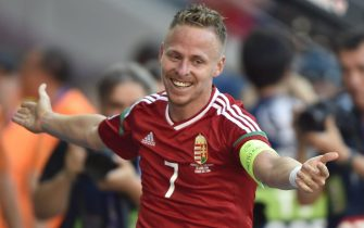 epa05384043 Balazs Dzsudzsak of Hungary celebrates after he scored a goal during the UEFA EURO 2016 group F preliminary round match between Hungary and Portugal at Stade de Lyon in Lyon, France, 22 June 2016.(RESTRICTIONS APPLY: For editorial news reporting purposes only. Not used for commercial or marketing purposes without prior written approval of UEFA. Images must appear as still images and must not emulate match action video footage. Photographs published in online publications (whether via the Internet or otherwise) shall have an interval of at least 20 seconds between the posting.)  EPA/Tibor Illyes HUNGARY OUT  EDITORIAL USE ONLY