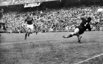 17 Jun 1964:  European Nations Cup (European Championships) final, Spain v USSR at the Bernabeu Stadium in Madrid. Pereda of Spain (left) opens the scoring. Khusainov of Russia equalised shortly after but Marcelino added a second for Spain seven minutesfrom time to give the home side the championship. Mandatory Credit: Allsport Hulton/Archive