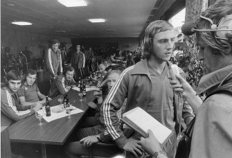 Johan Neeskens of Holland (C) during an interview (Photo by VI Images via Getty Images)