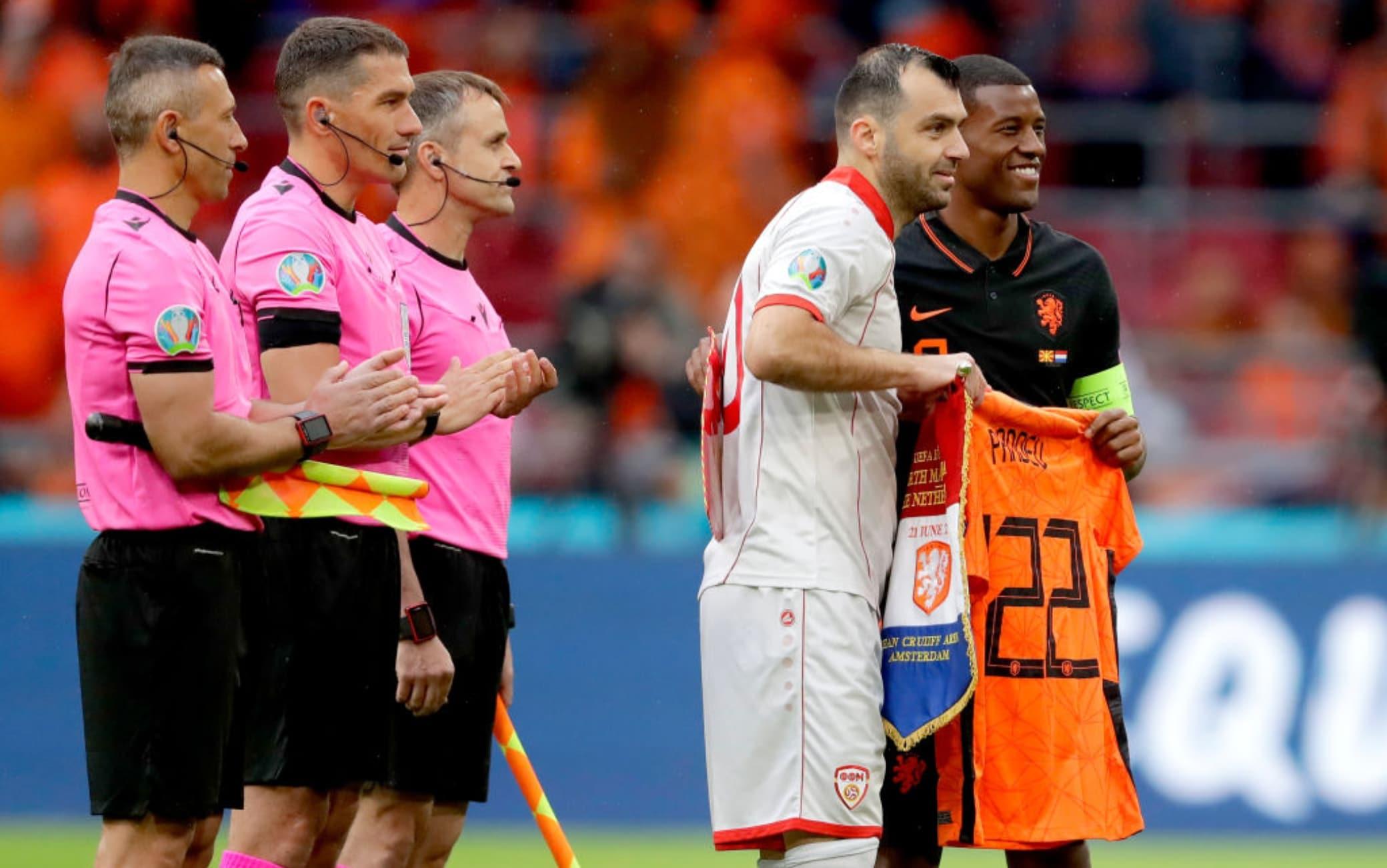 Pandev riceve una maglia speciale dagli avversari olandesi