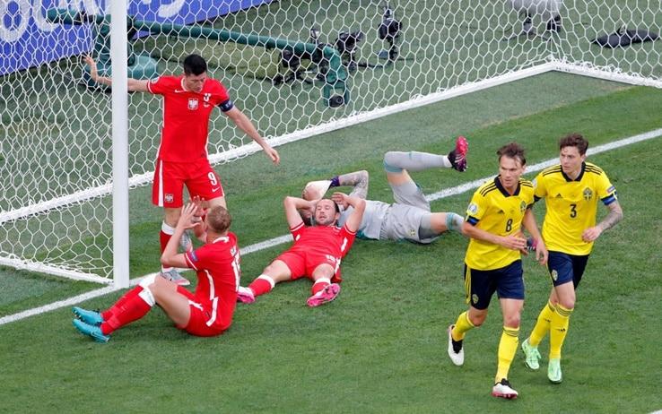 Svezia-Polonia, la disperazione di Lewandowski