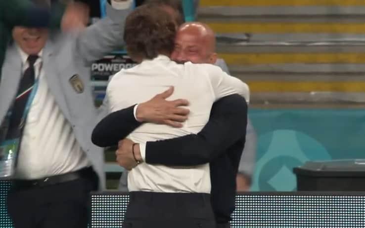 Vialli, l'abbraccio con Mancini