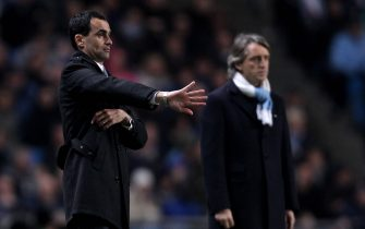 MANCHESTER, ENGLAND - MARCH 29:  Wigan Athletic Manager Roberto Martinez issues instructions during the Barclays Premier League match between Manchester City and Wigan Athletic at the City of Manchester Stadium on March 29, 2010 in Manchester, England.  (Photo by Alex Livesey/Getty Images)