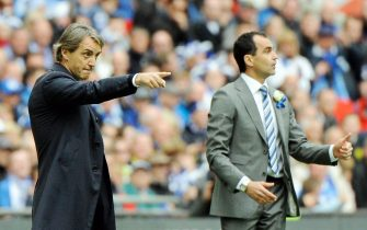 epa03696536 Wigan Athletic's Manager Roberto Martinez (R)  and Manchester City Manager Roberto Mancini (L) give instructions to their players during the English FA Cup final soccer match between Manchester City and Wigan Athletic at Wembley in London, Britain, 11 May 2013.  EPA/ANDY RAIN DataCo terms and conditions apply. https://www.epa.eu/downloads/DataCo-TCs.pdf