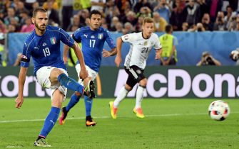 Italys Leonardo Bonucci on penalty during the UEFA EURO 2016 quater final between Germany and Italy at the Stade de Bordeaux in Bordeaux, France, 2 July 2016.Ansa/Daniel Dal Zennaro(RESTRICTIONS APPLY: For editorial news reporting purposes only. Not used for commercial or marketing purposes without prior written approval of UEFA. Images must appear as still images and must not emulate match action video footage. Photographs published in online publications (whether via the Internet or otherwise) shall have an interval of at least 20 seconds between the posting.)