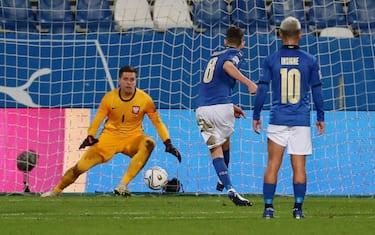 Italy's Jorginho  scores the goal (1-0) on penalty during the UEFA Nations League soccer match between Italy and Poland at Mapei Stadium in Reggio Emilia, Italy, 15 November 2020. ANSA /ELISABETTA BARACCHI