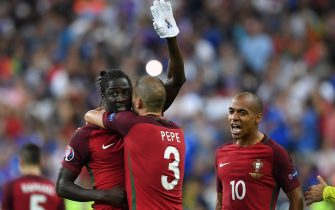 epa05419548 Eder (c) of Portugal celebrates the 1-0 goal during the UEFA EURO 2016 Final match between Portugal and France at Stade de France in Saint-Denis, France, 10 July 2016. (RESTRICTIONS APPLY: For editorial news reporting purposes only. Not used for commercial or marketing purposes without prior written approval of UEFA. Images must appear as still images and must not emulate match action video footage. Photographs published in online publications (whether via the Internet or otherwise) shall have an interval of at least 20 seconds between the posting.)  EPA/GEORGI LICOVSKI   EDITORIAL USE ONLY