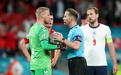 Laser contro Schmeichel: Inghilterra multata