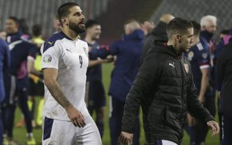 epa08816873 Serbia's Aleksandar Mitrovic (L) leaves the pitch after the UEFA EURO 2020 qualification playoff match between Serbia and Scotland in Belgrade, Serbia, 12 November 2020.  EPA/ANDREJ CUKIC