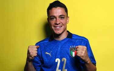 FLORENCE, ITALY - JUNE 02: Giacomo Raspadori of Italy poses during an official portrait session at Centro Tecnico Federale di Coverciano at Coverciano on June 02, 2021 in Florence, Italy. (Photo by Claudio Villa/Getty Images)