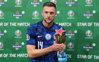 """SAINT PETERSBURG, RUSSIA - JUNE 14: Milan Skriniar of Slovakia poses for a photograph with their Heineken """"Star of the Match"""" award after the UEFA Euro 2020 Championship Group E match between Poland and Slovakia at the Saint Petersburg Stadium on June 14, 2021 in Saint Petersburg, Russia. (Photo by Joosep Martinson - UEFA/UEFA via Getty Images)"""