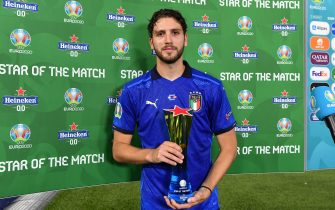 ROME, ITALY - JUNE 16: Manuel Locatelli of Italy holds the Star of the Match award following the UEFA Euro 2020 Championship Group A match between Italy and Switzerland at Olimpico Stadium on June 16, 2021 in Rome, Italy. (Photo by Valerio Pennicino - UEFA/UEFA via Getty Images)