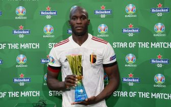 """COPENHAGEN, DENMARK - JUNE 17: Romelu Lukaku of Belgium poses for a photograph with their Heineken """"Star of the Match"""" award after the UEFA Euro 2020 Championship Group B match between Denmark and Belgium at Parken Stadium on June 17, 2021 in Copenhagen, Denmark. (Photo by Oliver Hardt - UEFA/UEFA via Getty Images)"""