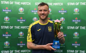 """BUCHAREST, ROMANIA - JUNE 17: Andriy Yarmolenko of Ukraine poses for a photograph with their Heineken """"Star of the Match"""" award after the UEFA Euro 2020 Championship Group C match between Ukraine and North Macedonia at National Arena on June 17, 2021 in Bucharest, Romania. (Photo by Alex Caparros - UEFA/UEFA via Getty Images)"""