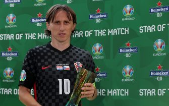 """GLASGOW, SCOTLAND - JUNE 18: Luka Modric of Croatia poses for a photograph with their Heineken """"Star of the Match"""" award after the UEFA Euro 2020 Championship Group D match between Croatia and Czech Republic at Hampden Park on June 18, 2021 in Glasgow, Scotland. (Photo by Steve Bardens - UEFA/UEFA via Getty Images)"""