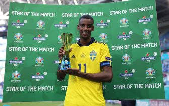 """SAINT PETERSBURG, RUSSIA - JUNE 18: Alexander Isak of Sweden poses for a photograph with their Heineken """"Star of the Match"""" award after the UEFA Euro 2020 Championship Group E match between Sweden and Slovakia at Saint Petersburg Stadium on June 18, 2021 in Saint Petersburg, Russia. (Photo by Joosep Martinson - UEFA/UEFA via Getty Images)"""