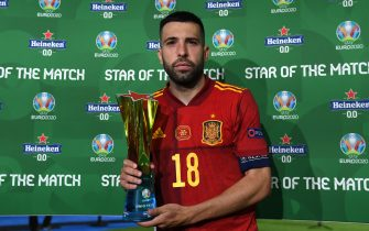 """SEVILLE, SPAIN - JUNE 19: Jordi Alba of Spain poses for a photograph with their Heineken """"Star of the Match"""" award after the UEFA Euro 2020 Championship Group E match between Spain and Poland at Estadio La Cartuja on June 19, 2021 in Seville, Spain. (Photo by Aitor Alcalde - UEFA/UEFA via Getty Images)"""
