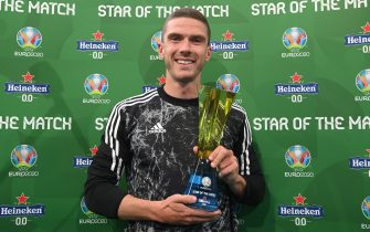 """MUNICH, GERMANY - JUNE 19: Robin Gosens of Germany poses for a photograph with their Heineken """"Star of the Match"""" award after the UEFA Euro 2020 Championship Group F match between Portugal and Germany at Football Arena Munich on June 19, 2021 in Munich, Germany. (Photo by Sebastian Widmann - UEFA/UEFA via Getty Images)"""