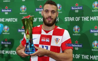 """GLASGOW, SCOTLAND - JUNE 22: Nikola Vlasic of Croatia poses for a photograph with the Heineken """"Star of the Match"""" award after the UEFA Euro 2020 Championship Group D match between Croatia and Scotland at Hampden Park on June 22, 2021 in Glasgow, Scotland. (Photo by Steve Bardens - UEFA/UEFA via Getty Images)"""
