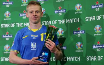 """GLASGOW, SCOTLAND - JUNE 29: Oleksandr Zinchenko of Ukraine poses for a photograph with their Heineken """"Star of the Match"""" award after the UEFA Euro 2020 Championship Round of 16 match between Sweden and Ukraine at Hampden Park on June 29, 2021 in Glasgow, Scotland. (Photo by Steve Bardens - UEFA/UEFA via Getty Images)"""