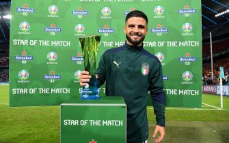 """MUNICH, GERMANY - JULY 02: Lorenzo Insigne of Italy poses for a photograph with their Heineken """"Star of the Match"""" award after the UEFA Euro 2020 Championship Quarter-final match between Belgium and Italy at Football Arena Munich on July 02, 2021 in Munich, Germany. (Photo by Sebastian Widmann - UEFA/UEFA via Getty Images)"""