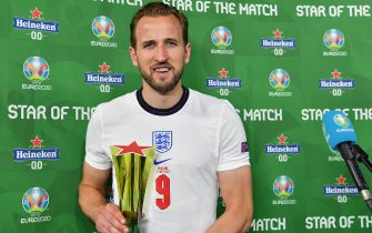 """ROME, ITALY - JULY 03: Harry Kane of England poses for a photograph with their Heineken """"Star of the Match"""" award after the UEFA Euro 2020 Championship Quarter-final match between Ukraine and England at Olimpico Stadium on July 03, 2021 in Rome, Italy. (Photo by Valerio Pennicino - UEFA/UEFA via Getty Images)"""