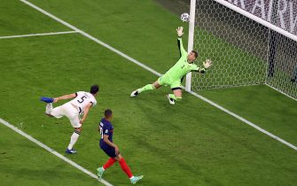 epa09274476 Mats Hummels (L) of Germany scores an own goal during the UEFA EURO 2020 group F preliminary round soccer match between France and Germany in Munich, Germany, 15 June 2021.  EPA/Alexander Hassenstein / POOL (RESTRICTIONS: For editorial news reporting purposes only. Images must appear as still images and must not emulate match action video footage. Photographs published in online publications shall have an interval of at least 20 seconds between the posting.)