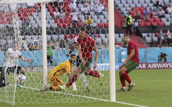 firo: 19.06.2021, Fuvuball, Soccer: EURO 2021, EM 2020, EURO 2020, European Championship 2020, group stage, group F, POR, Portugal - GER, Germany own goal, to, 1: 2, by, Raphael Guerreiro, Ruben Dias, in the goal net, goal