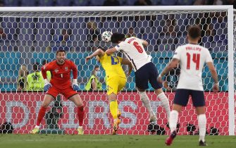 epa09321295 Harry Maguire (2-R) of England scores the 2-0 lead during the UEFA EURO 2020 quarter final match between Ukraine and England in Rome, Italy, 03 July 2021.  EPA/Mike Hewitt / POOL (RESTRICTIONS: For editorial news reporting purposes only. Images must appear as still images and must not emulate match action video footage. Photographs published in online publications shall have an interval of at least 20 seconds between the posting.)