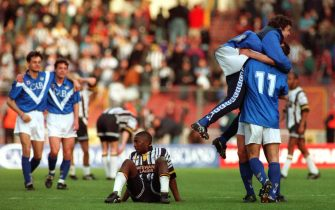 20 MAR 1994:  THE PLAYERS OF THE ITALIAN SOCCER CLUB BRESCIA CELEBRATE AFTER BEATING ENGLISH CLUB NOTTS COUNTY 1-0 IN THE FINAL OF THE ANGLO-ITALIAN CUP AT WEMBLEY TODAY. Mandatory Credit: Anton Want/ALLSPORT