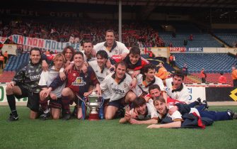 Genoa celebrate winning Anglo-Italian Cup 5-2 over Port Vale.  (Photo by Steve Morton/EMPICS via Getty Images)