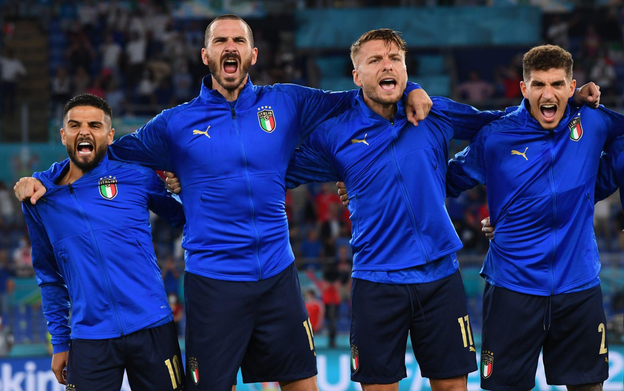 Italia, è più di un inno: la passione Azzurra in 11 foto simbolo