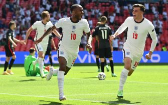 TOPSHOT - England's forward Raheem Sterling (L) celebrates scoring his team's first goal with England's midfielder Mason Mount during the UEFA EURO 2020 Group D football match between England and Croatia at Wembley Stadium in London on June 13, 2021. (Photo by Glyn KIRK / POOL / AFP) (Photo by GLYN KIRK/POOL/AFP via Getty Images)